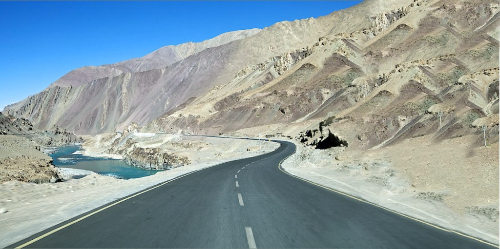 pathankot to leh taxi
